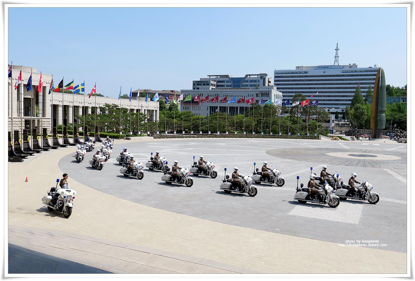 전쟁기념관의 수방사 헌병단 모터사이카(MC) 퍼레이드