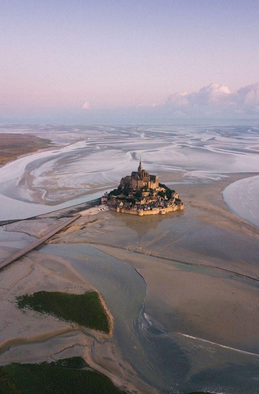 프랑스에 있다는 섬도시 몽생미셸 (현실에 존재하는 중세 소도시 모습)