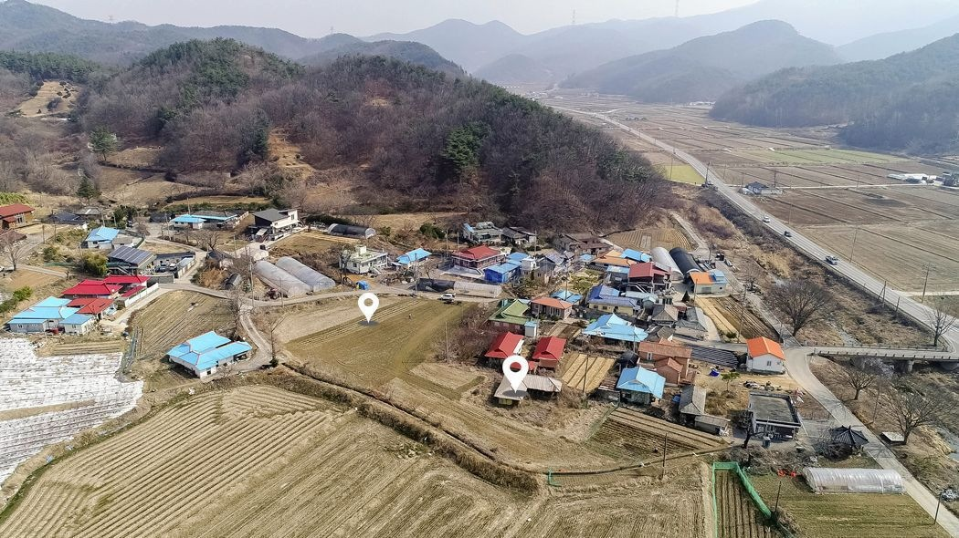 2차선 국도 인근 마을내 자리한 계획관리지역 토지(대지, 전)