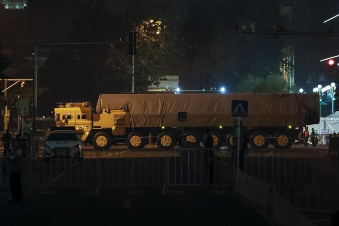 초음속 무인정찰기, 둥펑 신형미사일...'건국 70주년' 중국의 새 무기들은
