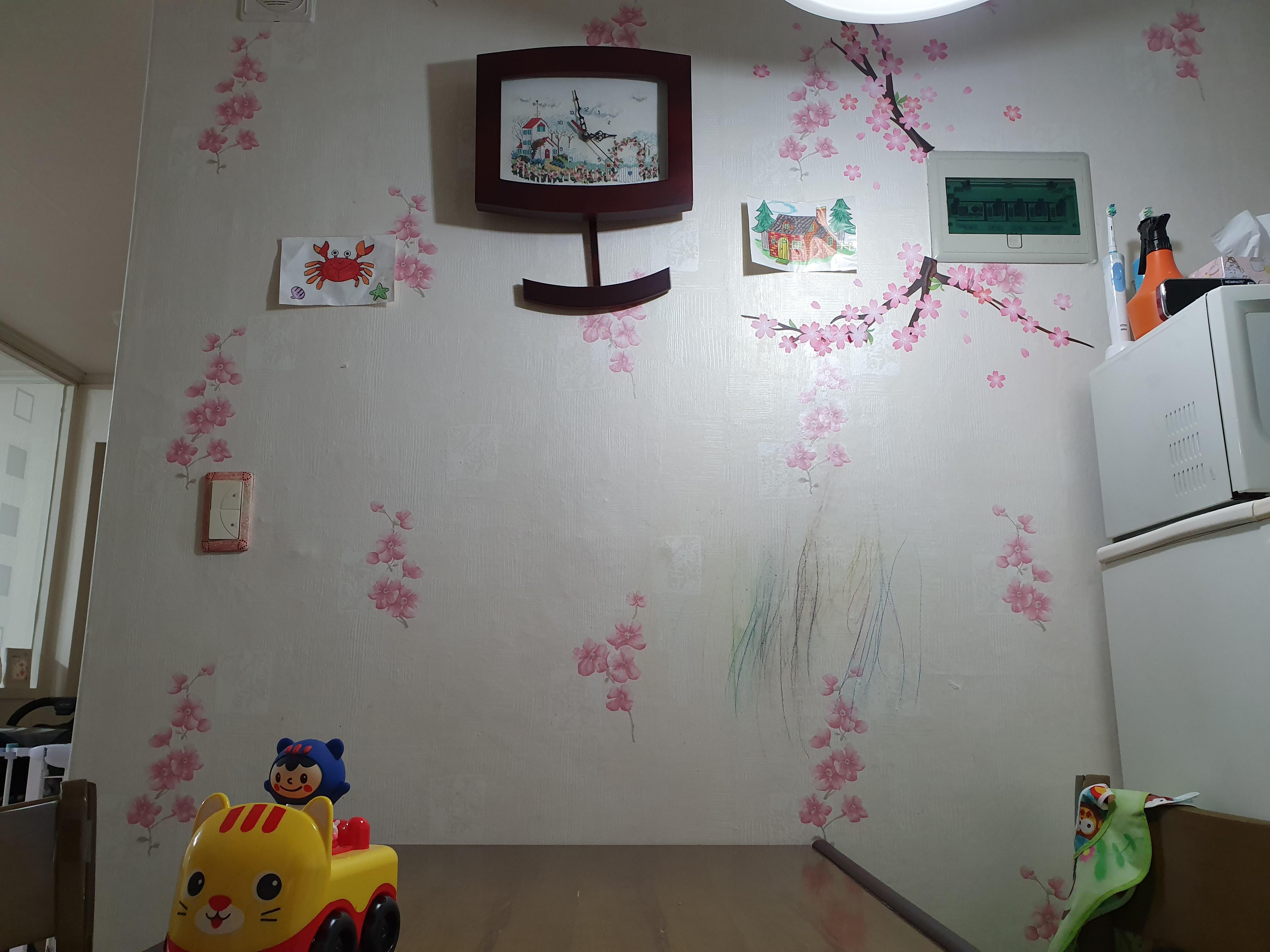 집에 '정 붙이기'(11) : 낙서한 벽에 포인트 스티커 붙이기