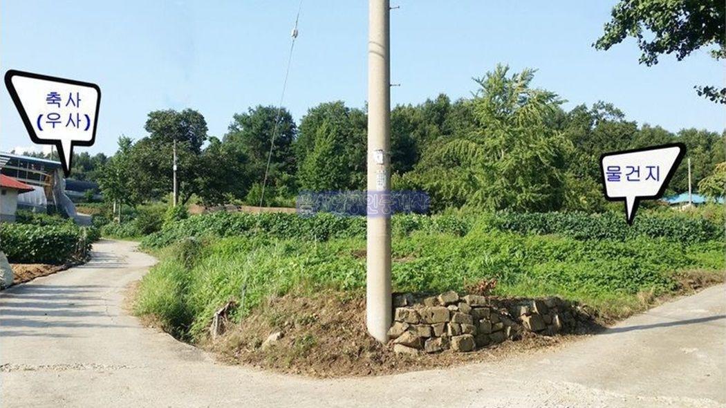 400년 된 우물을 간직한, 범죄 없는 마을내 대지와 밭