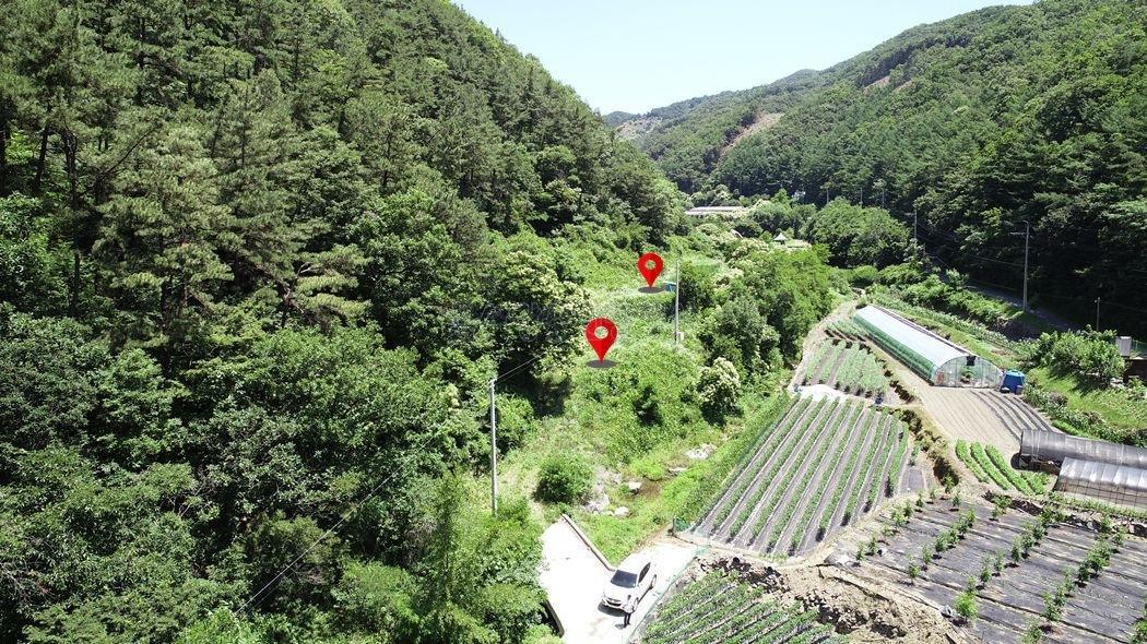 마을가생이 내땅 앞에 맑은 계곡물이 흐르는 공기좋은 전원주택지