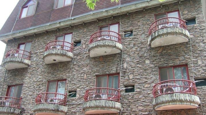 모텔(깔끔한 객실이 21개 대지102평 4층 건물)