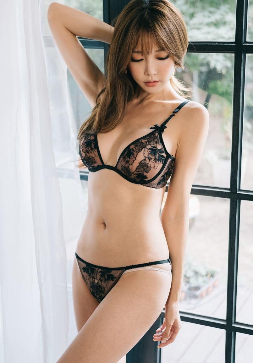 hot Korean women - Yoon Ae Ji
