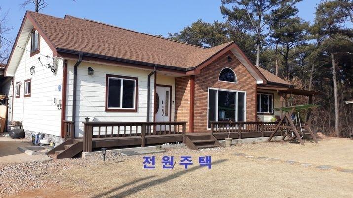 마을 맨 꼭대기 소나무 숲 속에 있는 전망 좋은 전원주택