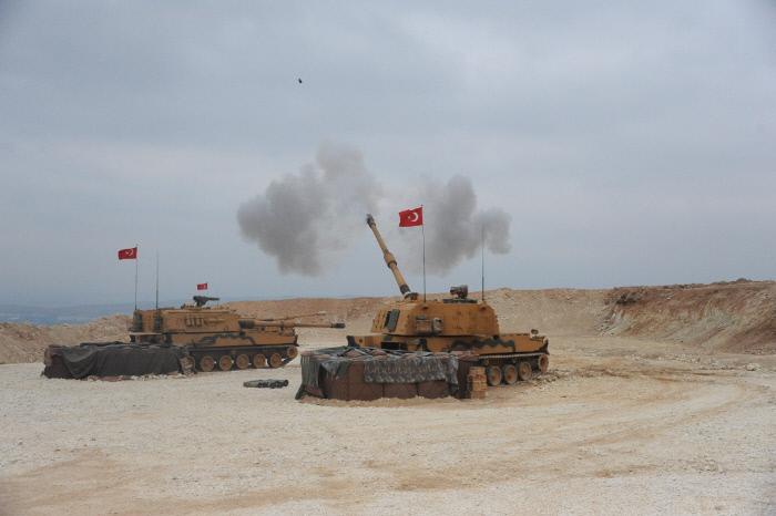"""[뉴스 깊이보기]터키군 잔혹행위에 미군도 """"속수무책""""....국제사회, 입 모아 시리아 공격 """"반대"""""""