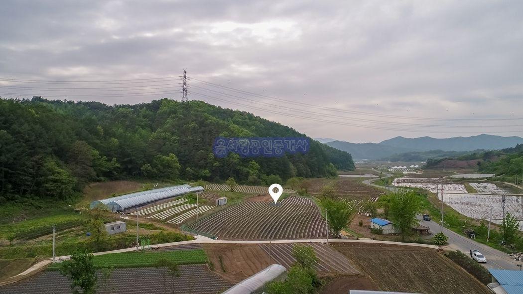 야트막한 산이 마을을 감싸주는 조용하고 한적한 전원주택지
