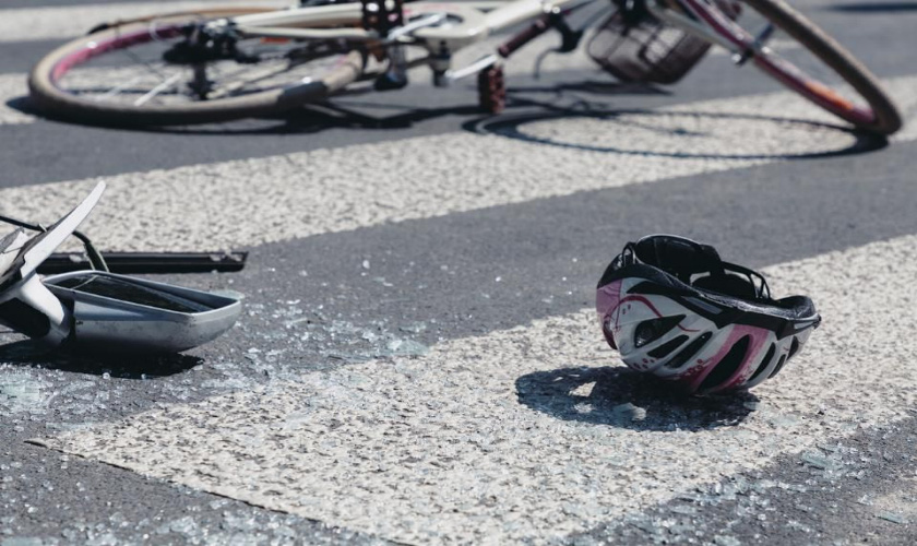 화물차-자전거 충돌…70대 자전거 운전자 숨져