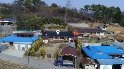 예산읍내에 인접한 마을 중간부분에 자리한 올리모델링 된 농가주택