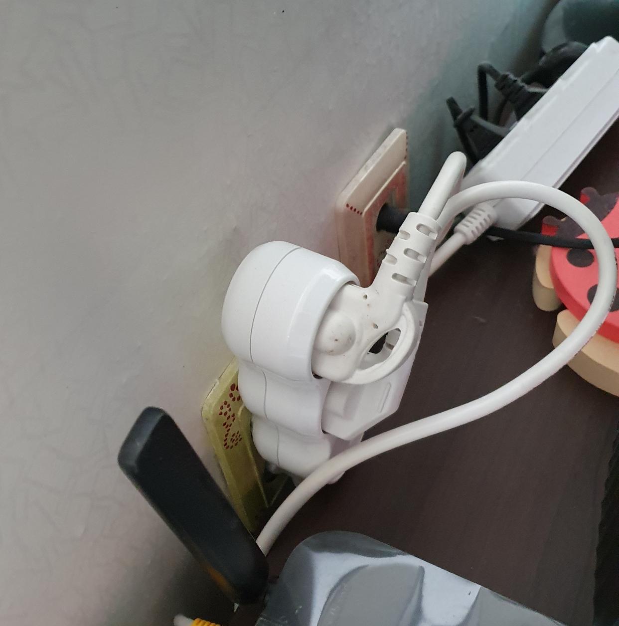 전기난로를 멀티탭에다 꽂아 쓰다가 불날 뻔 했다.