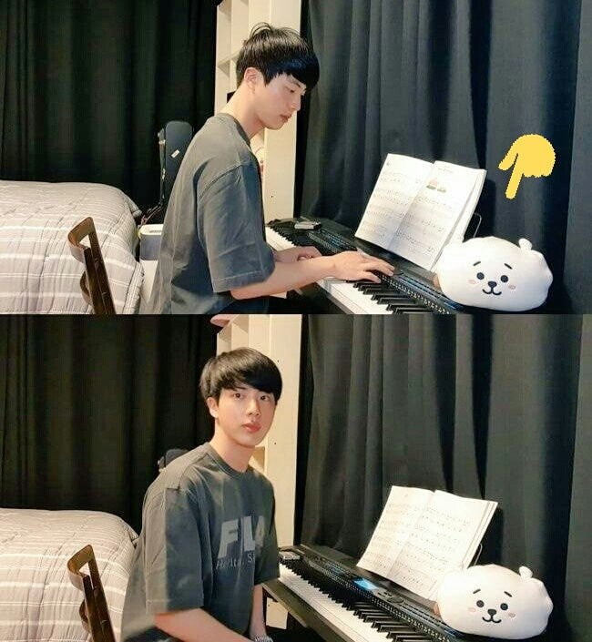 방탄 진 침실에 있는 피아노위 하얀솜뭉치