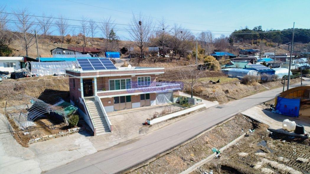 예산과 청양의 경계부근 접근성 좋은 마을내 전원주택과 텃밭