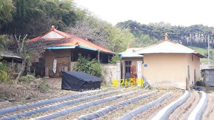 마을 안에 있는 옛날 구옥 농가주택, 급매물
