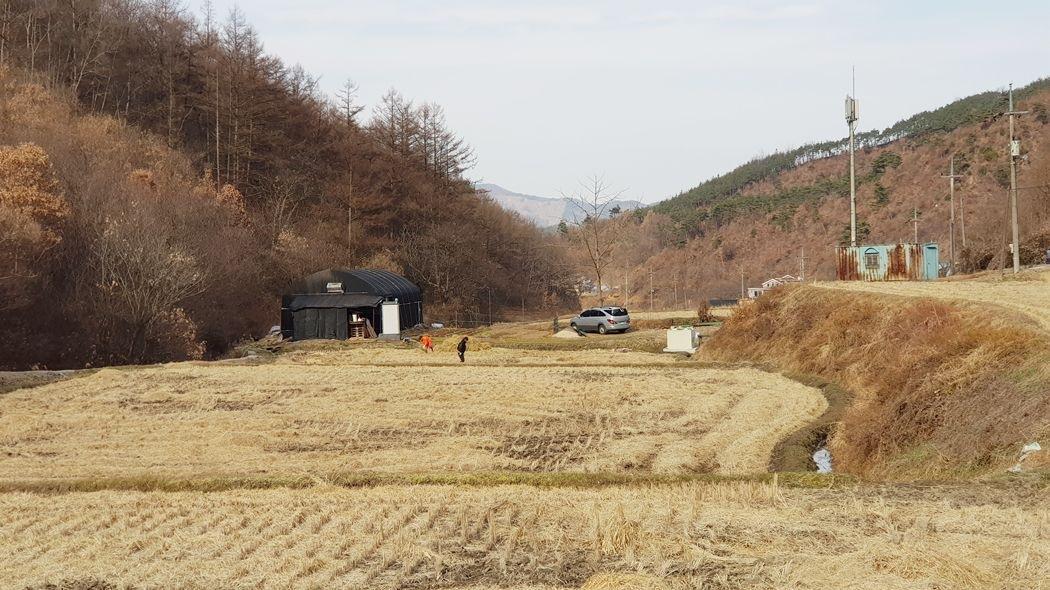 다양한 용도로 활용 가능한 토지로, 전기,수도 및 거주시설 완비