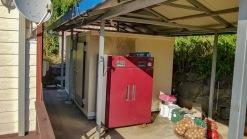 10여가구의 민가가 모여사는 마을가생이에 자리한 전원주택과 텃밭