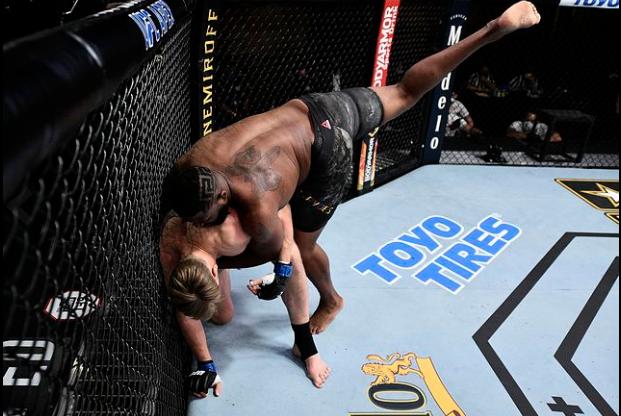 [UFC 트윗 단신] 데이나 화이트 : 말만 많이 하고 작은 가스 탱크를 가진 커티스 블레이즈는 오늘 멍청해 보였다.  UFC on ESPN 11 승자들의 시합요청 모음