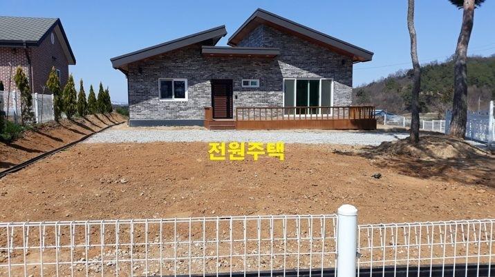 마을 뒷동산 맨 꼭대기,잘 지어진 정남향 전원주택