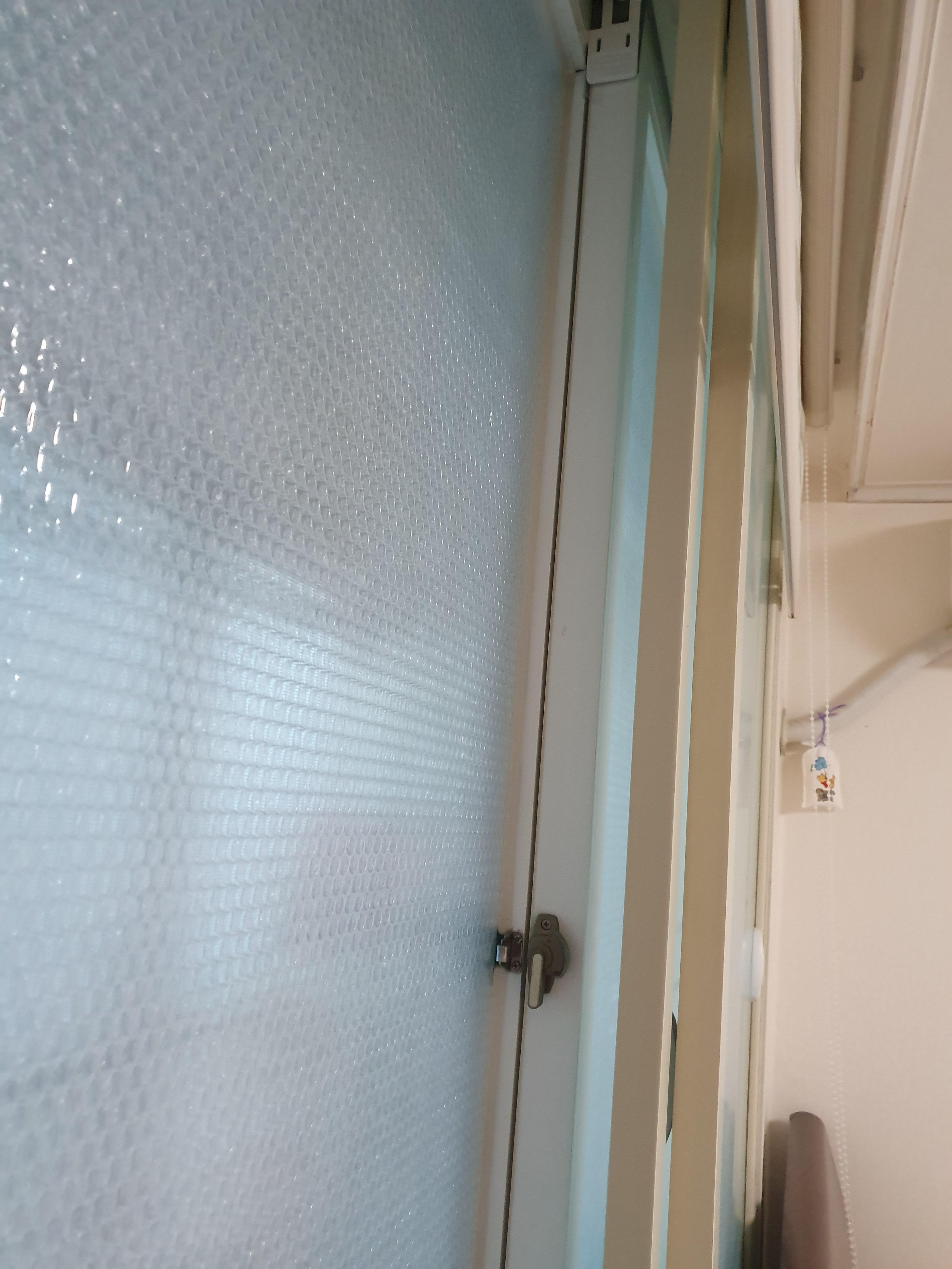 집에 '정 붙이기'(15) : 문틈막이로 문틈 보정하기 - 베란다 창문 문틈이 많이 벌어져 있음을 발견
