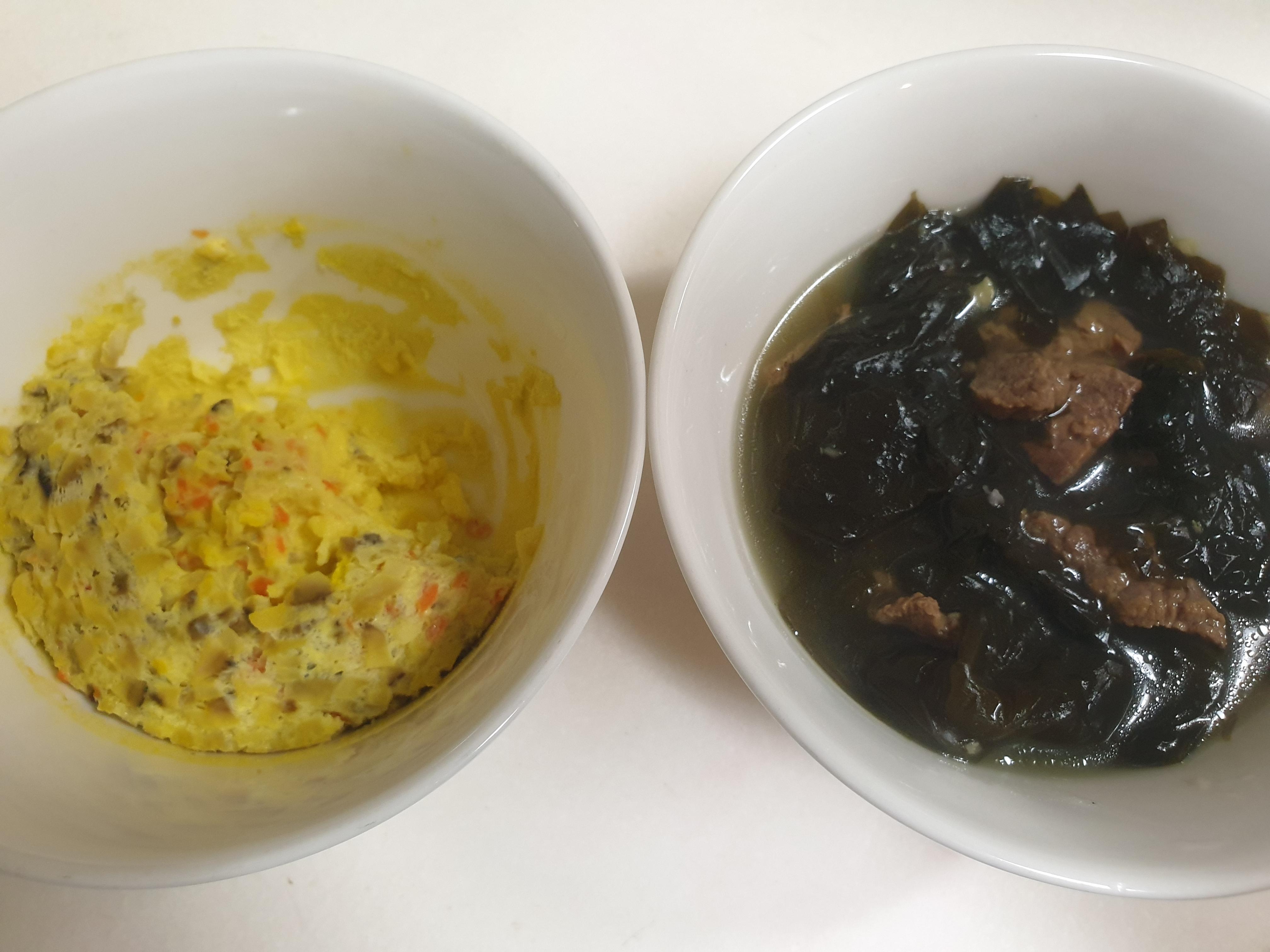 저녁밥 먹었어요. 달걀찜, 오이무침, 팽이버섯 볶음, 미역국, 냄비밥