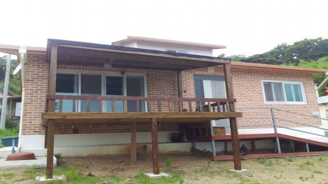 예당저수지 부근 탁트인 신축3년 남짓된 튼튼한 전원주택 급매!!
