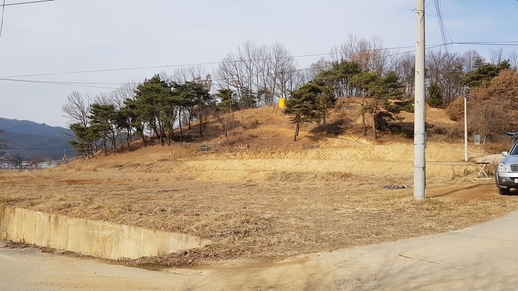 '배산임수'의 남향의 주택단지 입니다. 800평중 분할매매 가능