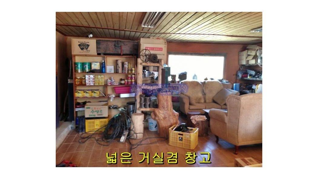 4차선 도로변 옆 넒은 농가주택