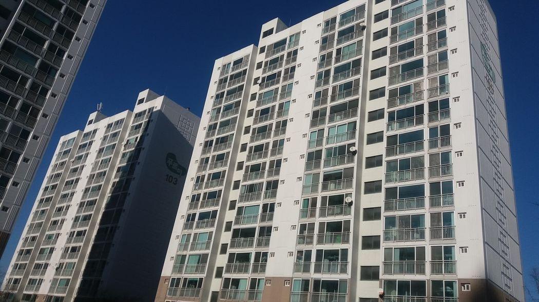남대천 강,  산으로 둘러 쌓인 24평 아파트가 1억 9백만원