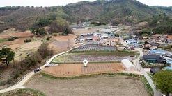 마을 초입에 자리한 비교적 네모반듯 잘생긴 토지