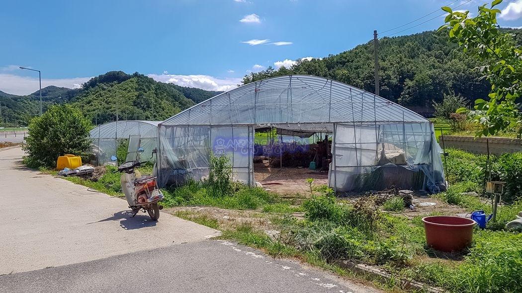 4차선 도로변 옆 마을초입의 접근성 좋은 주택지 또는 창고용지