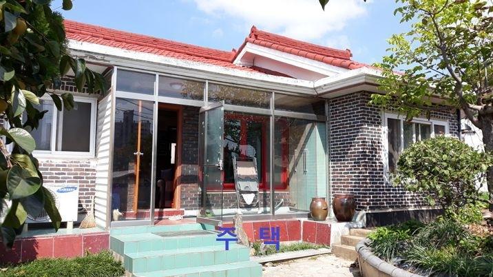 홍성읍 정원과 텃밭이 잘 가꾸어진 대지133평,건평 20평 주택
