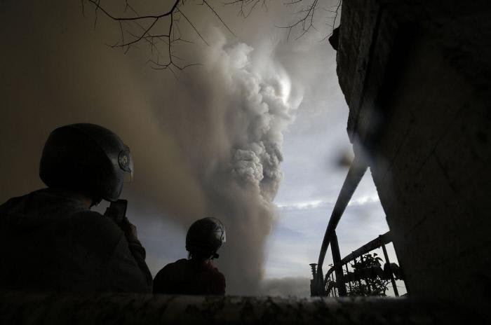 필리핀 화산 분출…마닐라 공항 항공기 운항중단