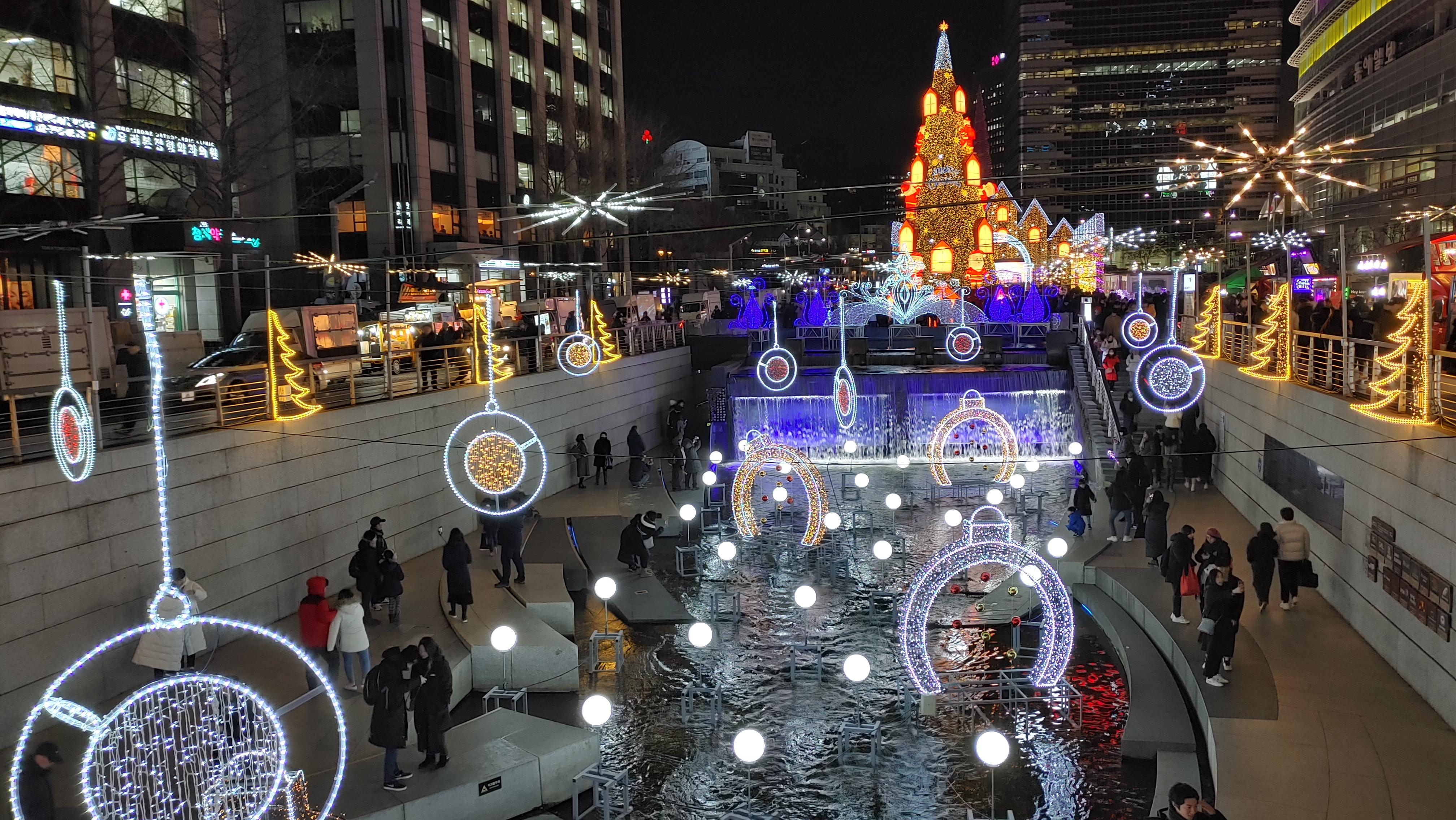 크리스마스 빛이 충만한 청계천 크리스마스페스티벌
