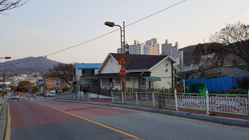 공주시내 도로변 주택매매