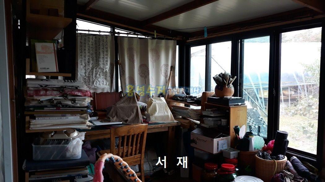 홍성읍 마을 상단부에 위치한 전원주택과 텃밭이 뛰어난 매물~