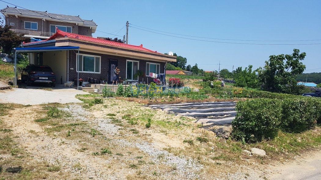 장곡면에 올수리한 시골집과 텃밭이 좋습니다.