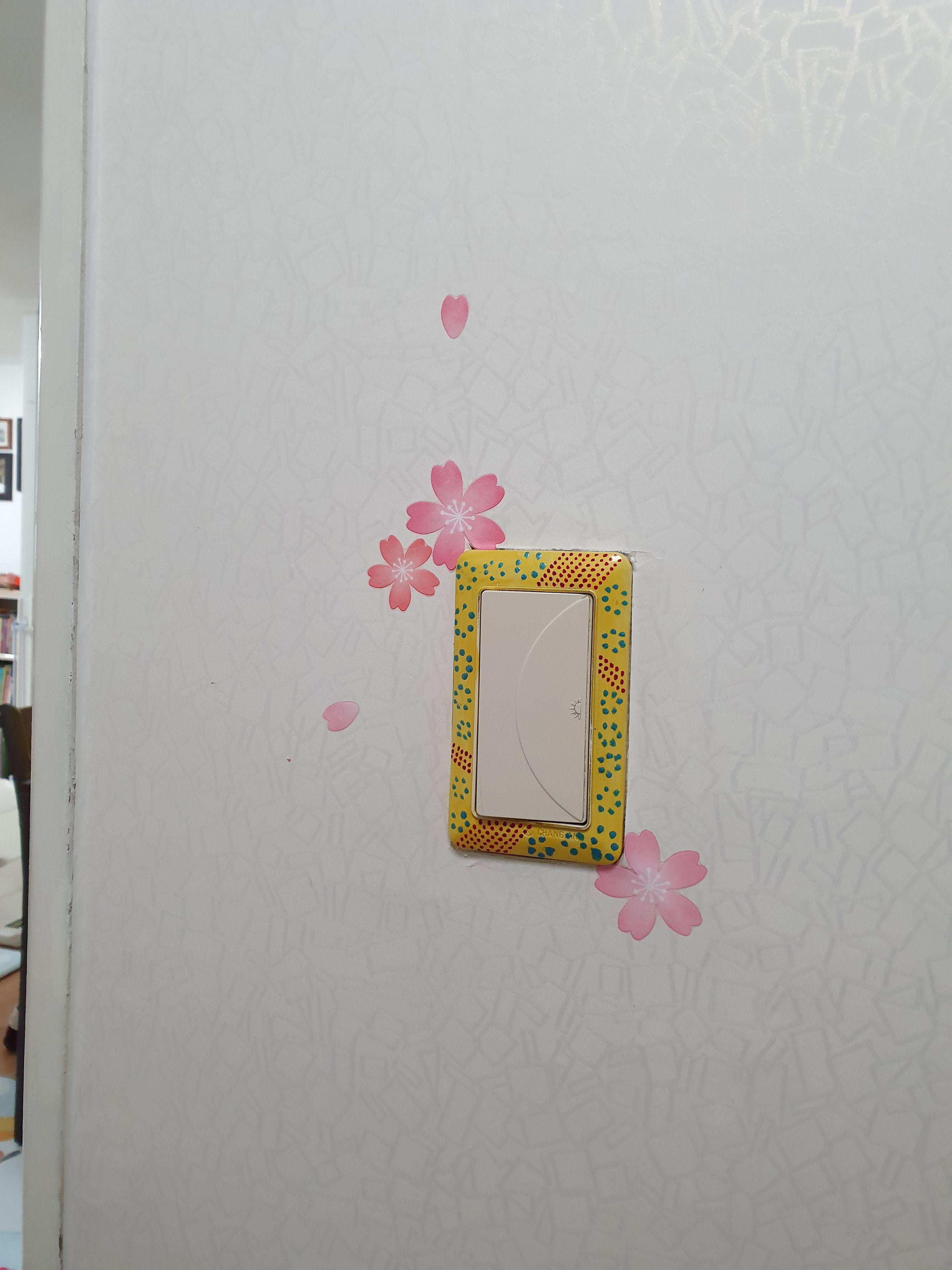 집에 '정 붙이기'(13) : 찢어지는 벽지에 포인트 스티커 붙이기