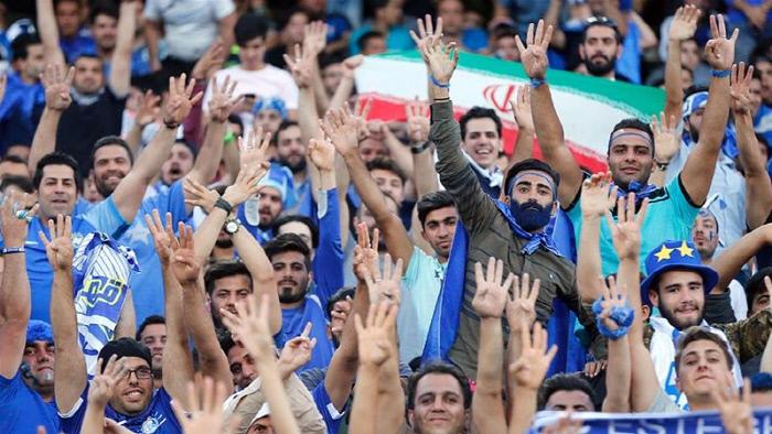 """'여성 출입금지' 40년 만에...FIFA 회장 """"이란, 축구장 여성 입장 약속했다"""""""