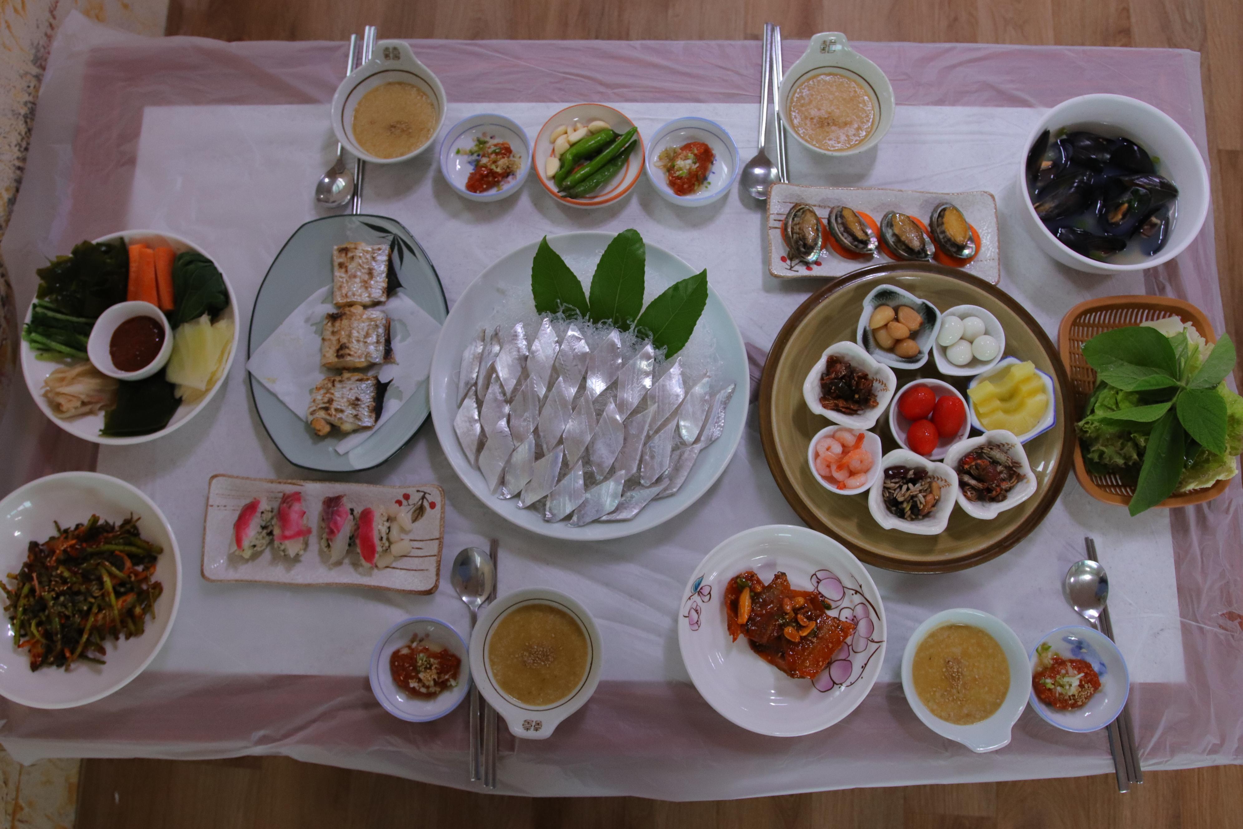 した上満載タチウオ料理済州西帰浦太刀魚煮物ナムグン米。