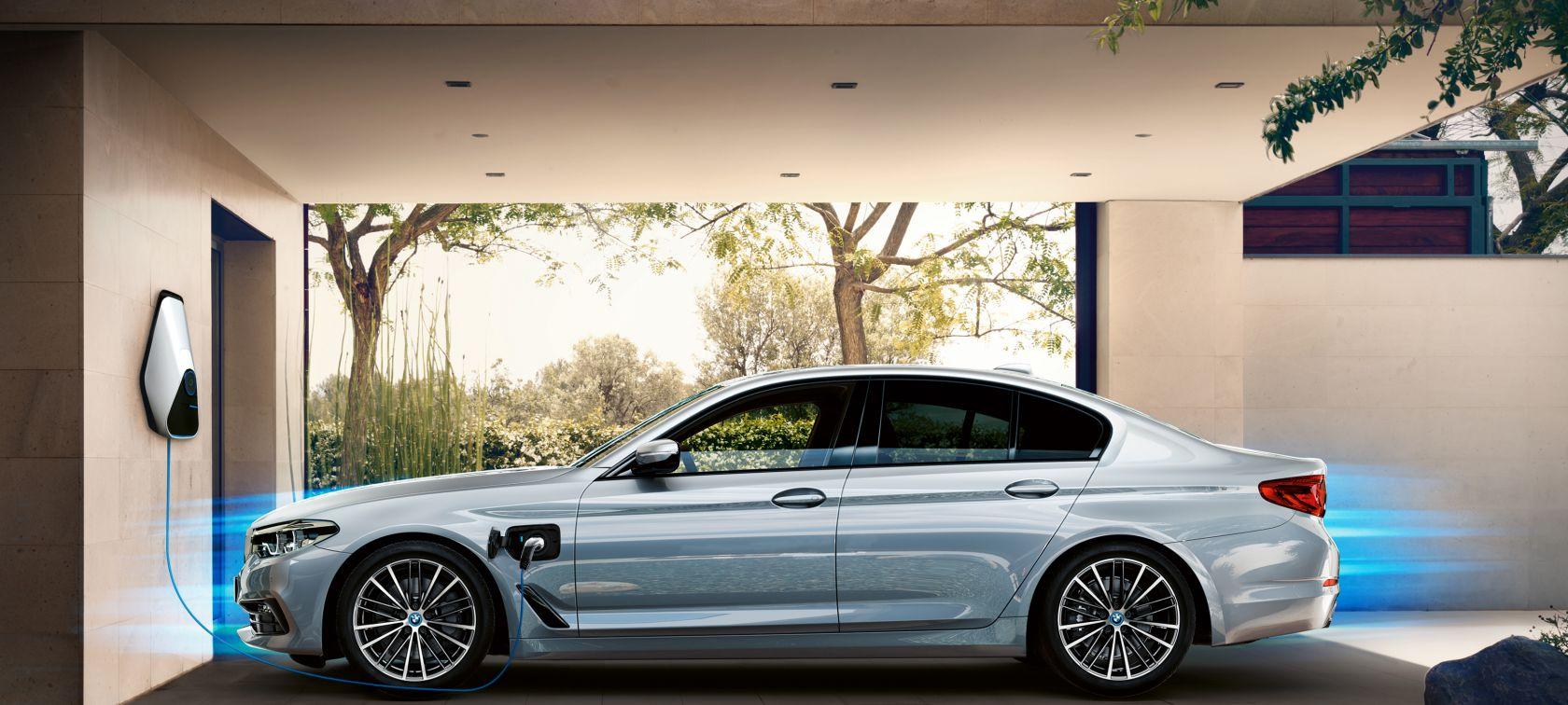 BMW 530e i 퍼포먼스 출시 BMW 5 시리즈 최초 PHEV 모델