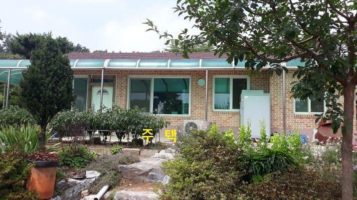 용봉산 아랫마을 한적한 곳, 넉넉한 텃밭이 있는 전원주택